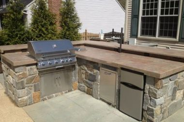 Outdoor patio design with outdoor kitchen