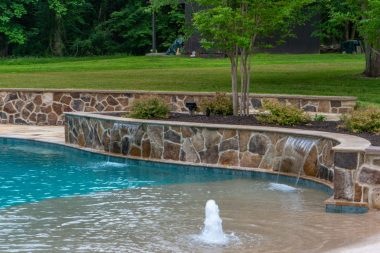 Water feature with retaining walls
